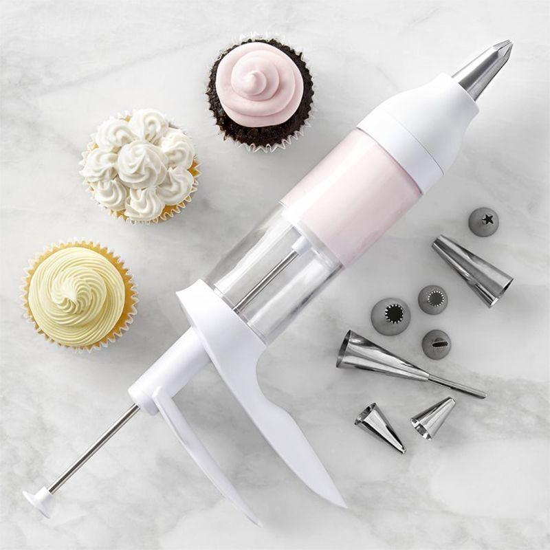Ustensile și accesorii de ornat prăjituri